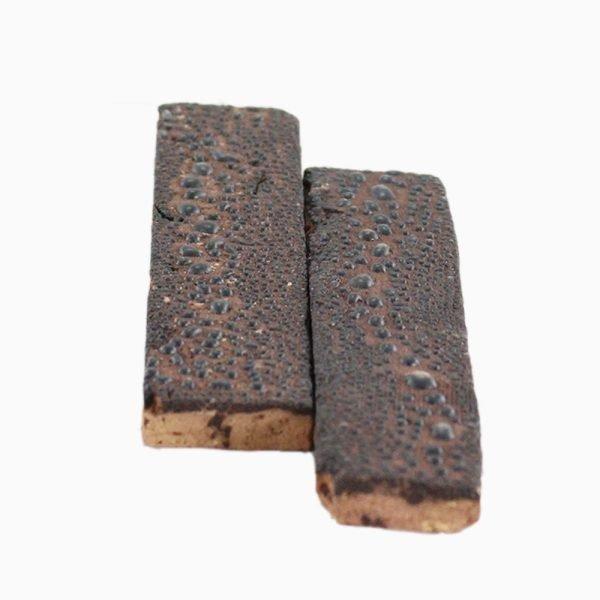 Bricks-wall-Black-Crawling-1