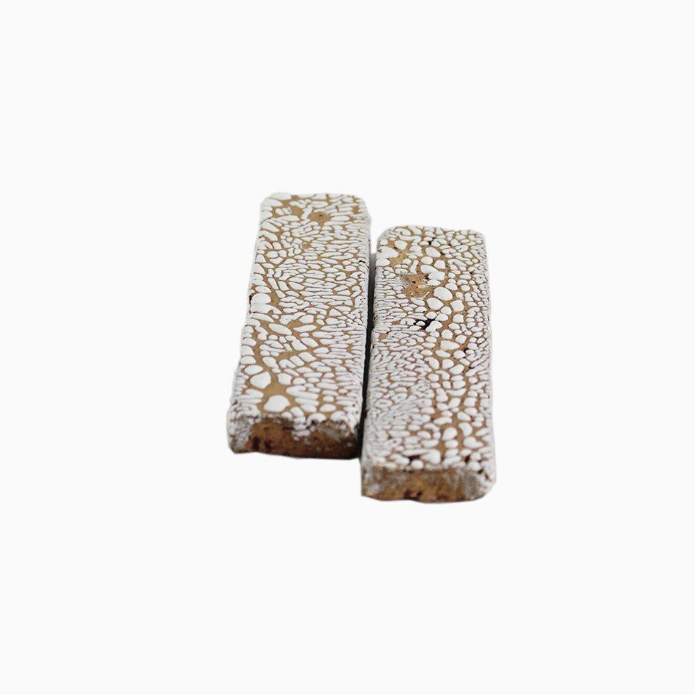 Bricks-wall-White-crawling-1-sm